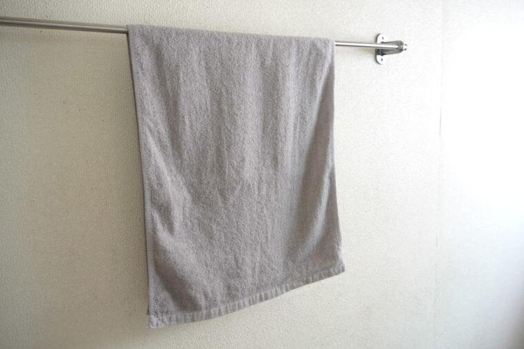 タオル掛けにかけた8年タオルの写真