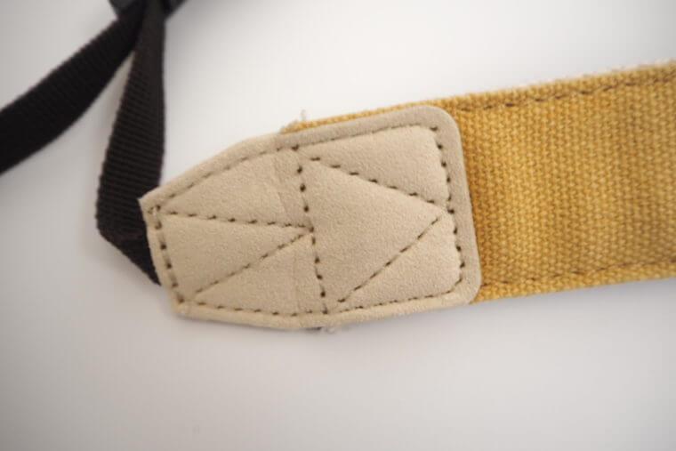 ストラップNUTSの縫い目