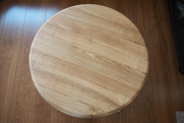 リメイクシートを貼った丸テーブル